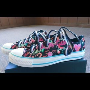 NEW CONVERSE WOMANS SCRIBBLE DESIGN SIZE 6 CUTE!